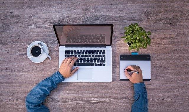 laptop en notitieblok